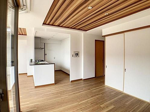 区分マンション-名古屋市中川区新家2丁目 リビングからもキッチン・ダイニングが見えて小さいお子様がいても安心!