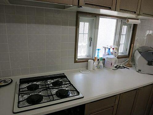 中古マンション-田方郡函南町平井 キッチン:コンロは4口コンロです。集中プロパンが採用されています。