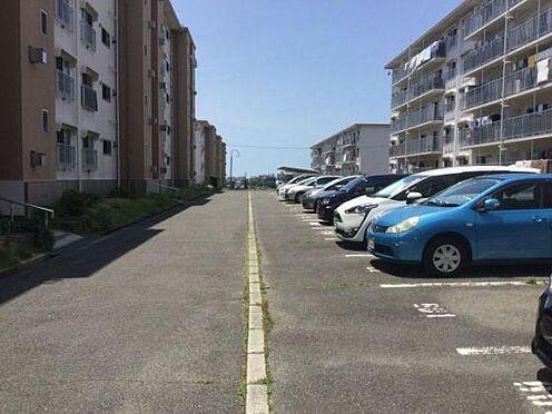 マンション(建物一部)-神戸市垂水区青山台4丁目 広々とした駐車場もあります。