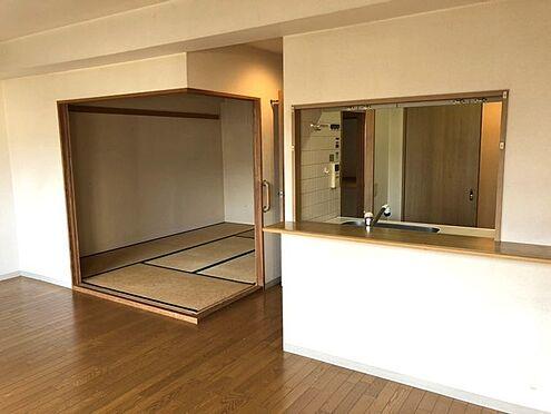 中古マンション-桜井市大字谷 リビングと和室を合わせて20帖の大きな空間としてもご利用頂けます。