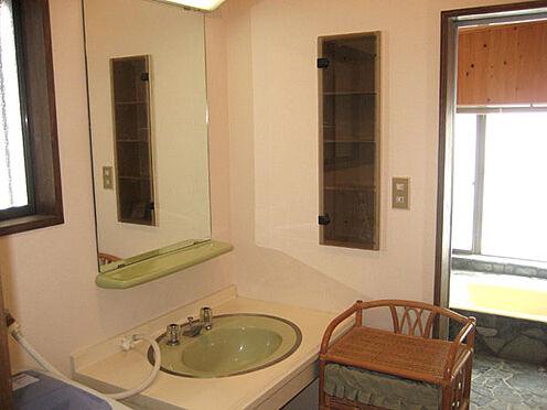 中古一戸建て-北佐久郡軽井沢町大字長倉 洗面所。清潔な印象です。是非状態の良さをお確かめ下さい。