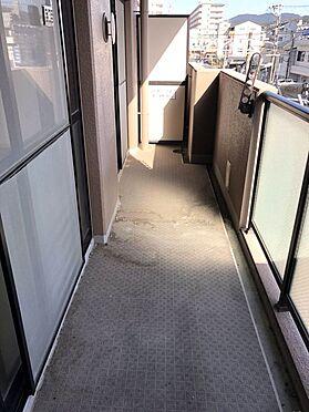 中古マンション-桜井市大字谷 日差しがたっぷり降りそそぐ南向きバルコニー。冬場でもお洗濯物がしっかり乾きますね。