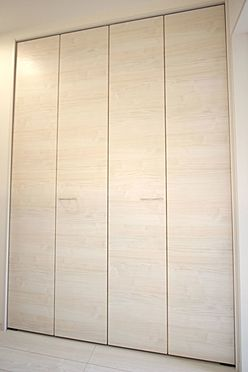 戸建賃貸-大和高田市大字吉井 2階廊下に約1帖の大きな収納をもうけました。季節の家電やスーツケースなど大きな物もしっかりおさまります。