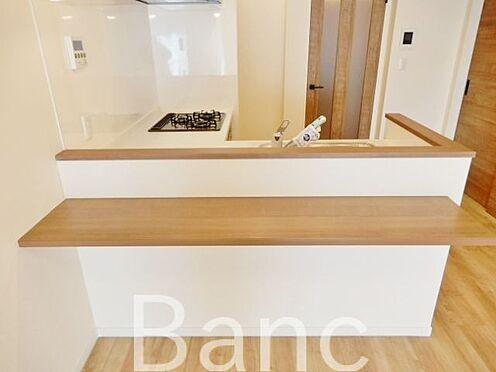 中古マンション-江東区辰巳1丁目 カウンター付きの便利なキッチンです。