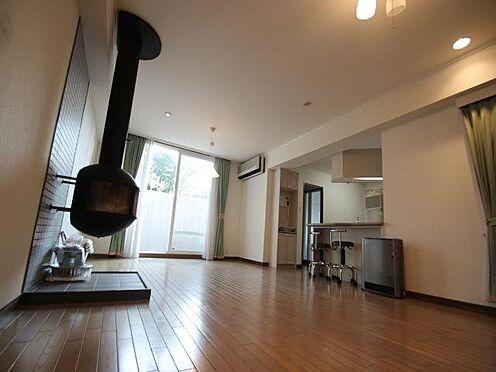 中古マンション-田方郡函南町平井 リビングダイニング:冬場に活躍する暖炉。部屋は美室です。