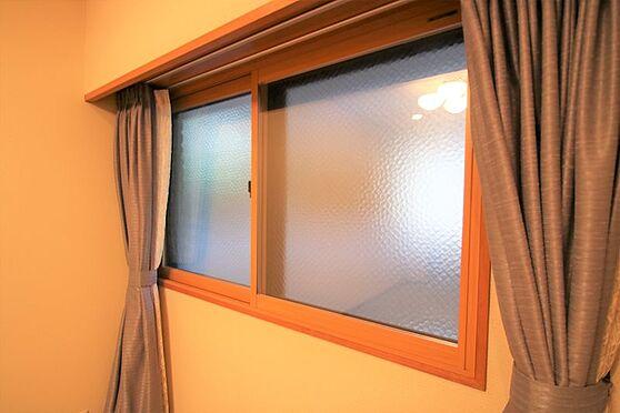 リゾートマンション-熱海市咲見町 洋室(1)-2:こちらの洋室には2重サッシを施工。防音・防寒対策となります。