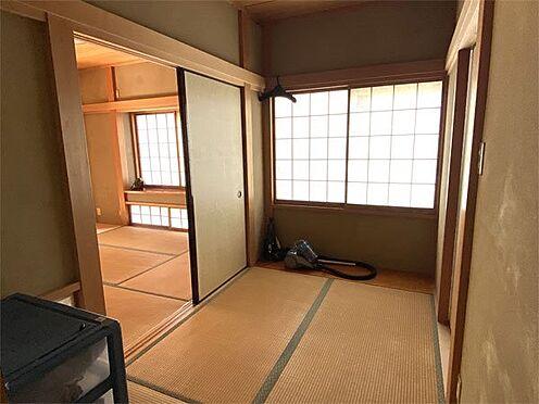 中古一戸建て-伊東市荻 【和室】3帖の和室、トイレもあります。