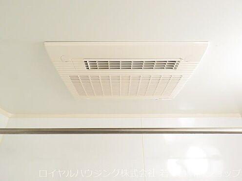 中古マンション-川崎市高津区新作5丁目 浴室には浴室乾燥暖房機を完備しています。