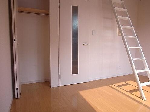 アパート-町田市原町田2丁目 白基調の清潔感のある洋室。