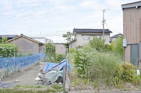 土地-富山市本郷町 北側隣地との境の様子※西側通路から撮影