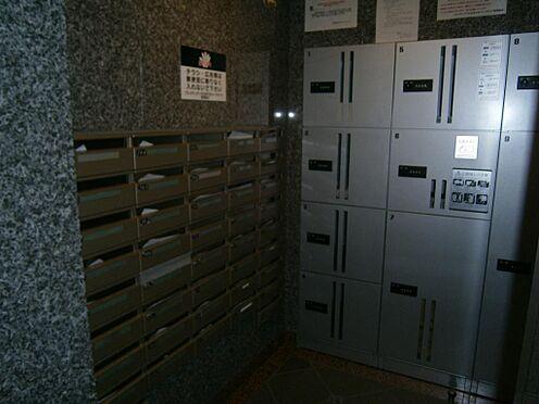 マンション(建物一部)-文京区千石4丁目 不在時に便利な宅配ボックスを完備