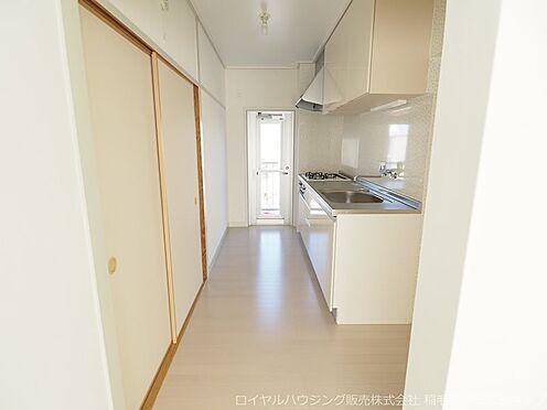 区分マンション-千葉市美浜区稲毛海岸3丁目 広々としたキッチンスペースです!