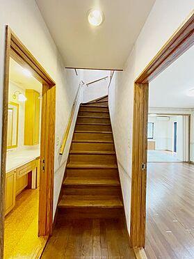 戸建賃貸-浦安市舞浜3丁目 高級感のある階段。