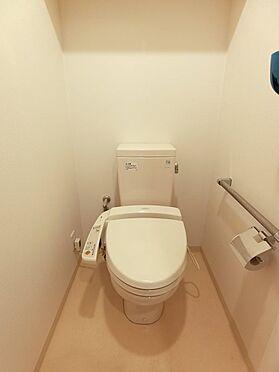 中古マンション-八王子市松木 広いトイレには、手洗い場もついています。