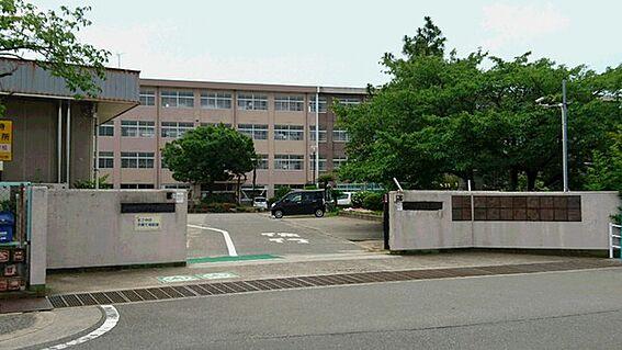 マンション(建物一部)-加古川市平岡町山之上 加古川市立平岡東小学校まで1300m