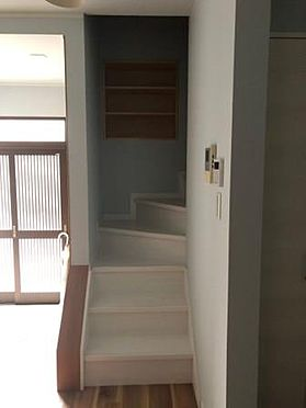 旅館-堺市堺区出島町4丁 階段室書棚つきです