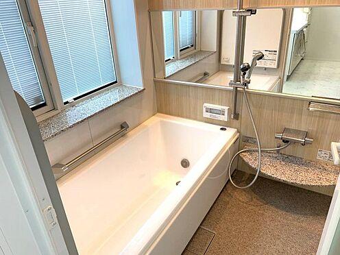 戸建賃貸-西尾市寄住町神明 半身浴もできる広々とした湯船があり、朝日を浴びながらの入浴も気持ちよさそう!