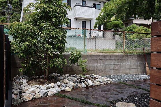 中古一戸建て-日進市岩崎町元井ゲ 南庭があります。季節ごとに庭木から四季折々を楽しむのもいいですね。