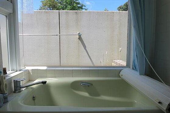 中古マンション-田方郡函南町平井 浴槽:室内には温泉が引かれております。星空を眺めながら入浴できます。
