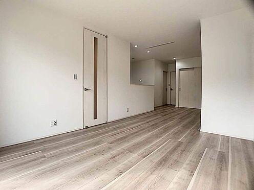 新築一戸建て-豊田市千足町1丁目 リビング階段を採用しています。家族が顔を合わせる機会が増えるのは嬉しいですね。