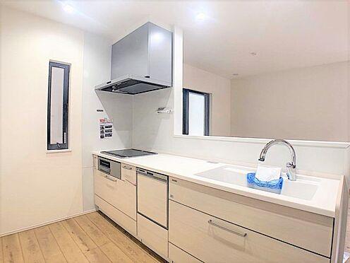 新築一戸建て-名古屋市北区辻町8丁目 タッチレス水栓、人造大理石一体型シンク採用でより快適なキッチン。家事の時短に欠かせない食洗器付き。